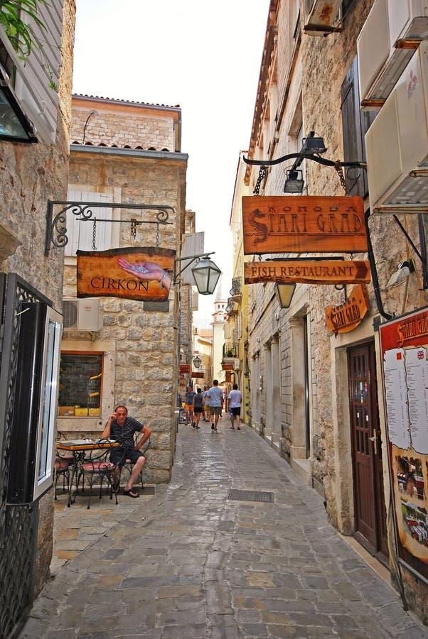 Smalle straat op Oud de Stadscentrum van Budva in Budva, Montenegro royalty-vrije stock afbeeldingen