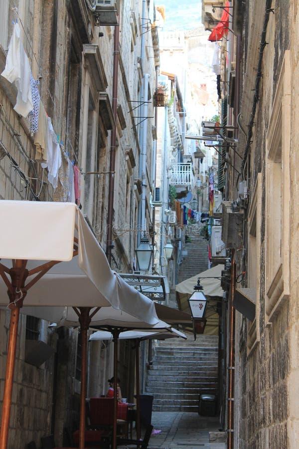 Smalle straat van de oude stad Kroatië van Dubrovnik stock foto