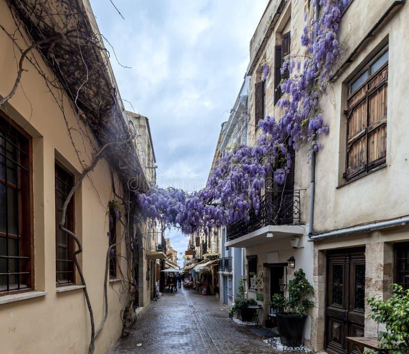 Smalle straten in Chania, Griekenland stock foto
