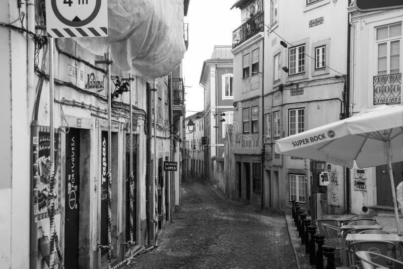 Smalle straten van oud Coimbra, Portugal stock fotografie