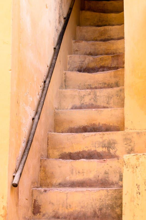 Smalle treden in Amber Fort dichtbij Jaipur, India stock afbeeldingen