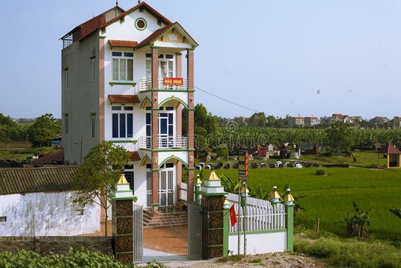 Smalt vietnamesiskt rörhus royaltyfri foto