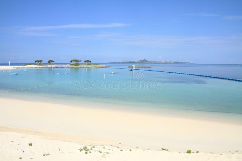 Smaragdgroen strand in Oceaanexpo-park, Okinawa royalty-vrije stock afbeeldingen
