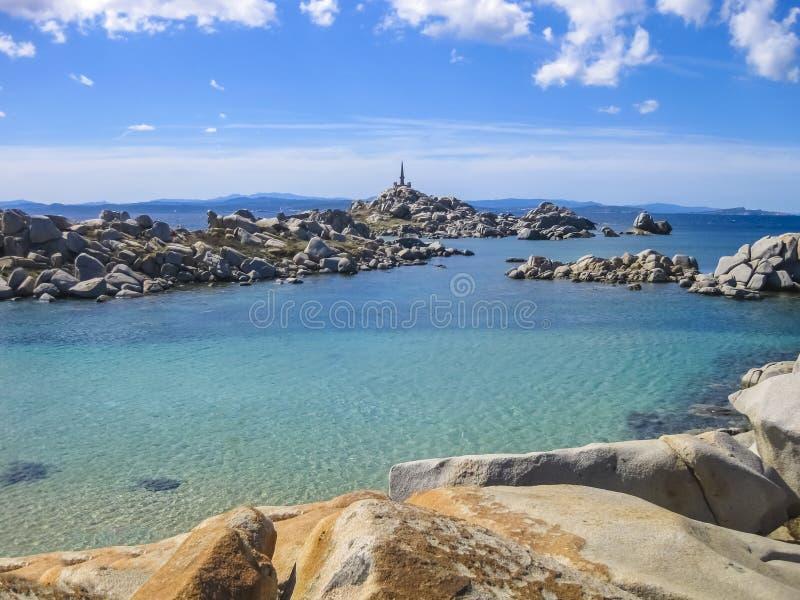 Smaragdgroene overzees van Lavezzi-Eiland, Corsica, Frankrijk royalty-vrije stock fotografie