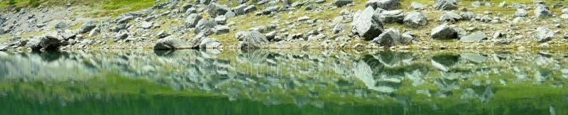 smaragdlakepanorama fotografering för bildbyråer