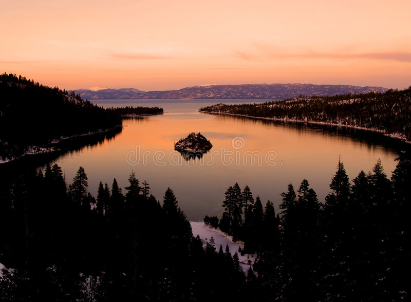 Smaragdschacht nach Sonnenuntergang lizenzfreie stockfotos