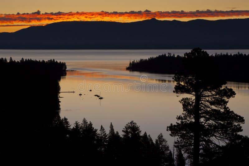 Smaragdschacht-Sonnenaufgang lizenzfreies stockfoto