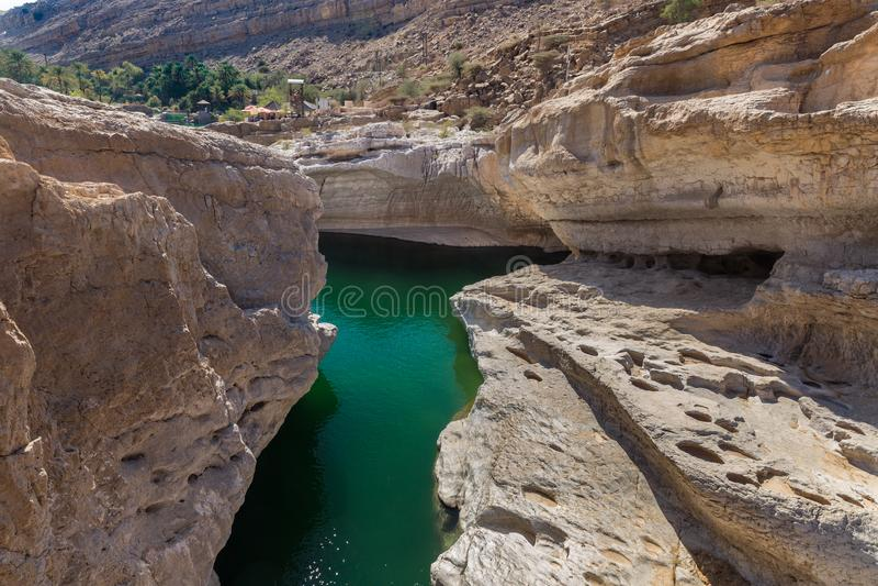 Smaragdtips i Wadi Bani Khalid, Oman royaltyfri bild