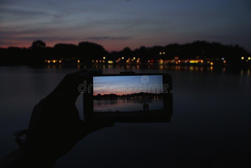 Ηλιοβασίλεμα στην οθόνη Smarphone Ελεύθερο Δημόσιο Τομέα Cc0 Εικόνα
