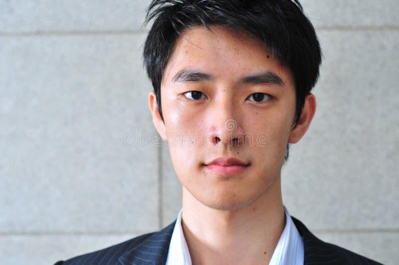 smart asiatisk tillfällig seende man fotografering för bildbyråer