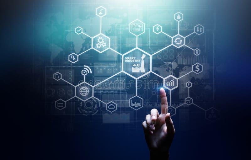 Smart bransch 4 0 internet för fabriks- automation av saker Affärs- och teknologibegrepp på den faktiska skärmen arkivfoto