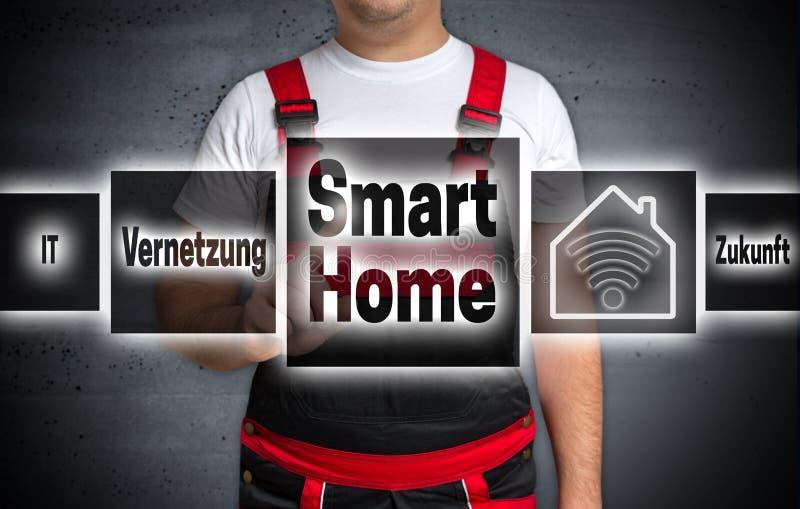 Smart hem & x28; i tysk nätverkandefuture& x29; den hem- pekskärmen är ope royaltyfria bilder