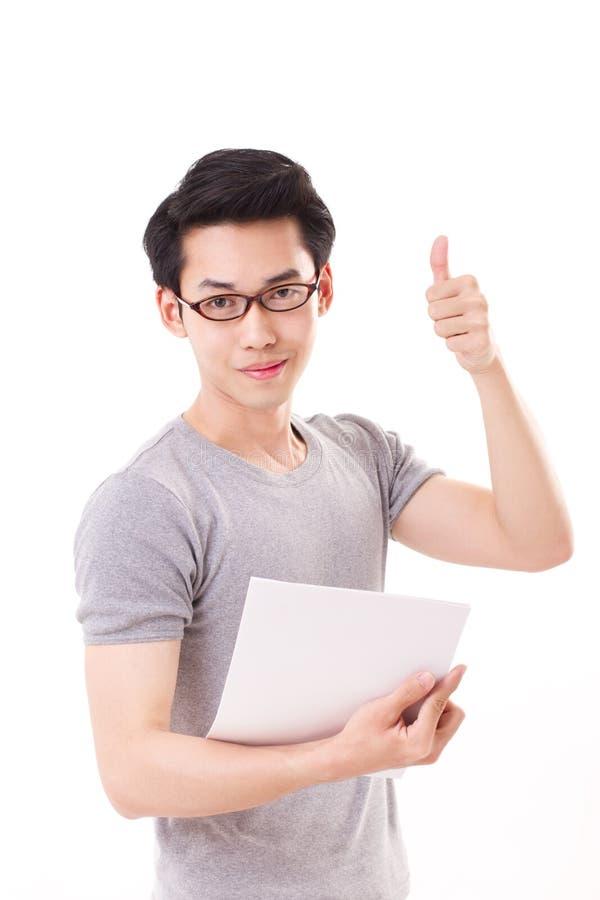 Smart nerd för lycklig snille eller geekman som ger upp tummen arkivfoto