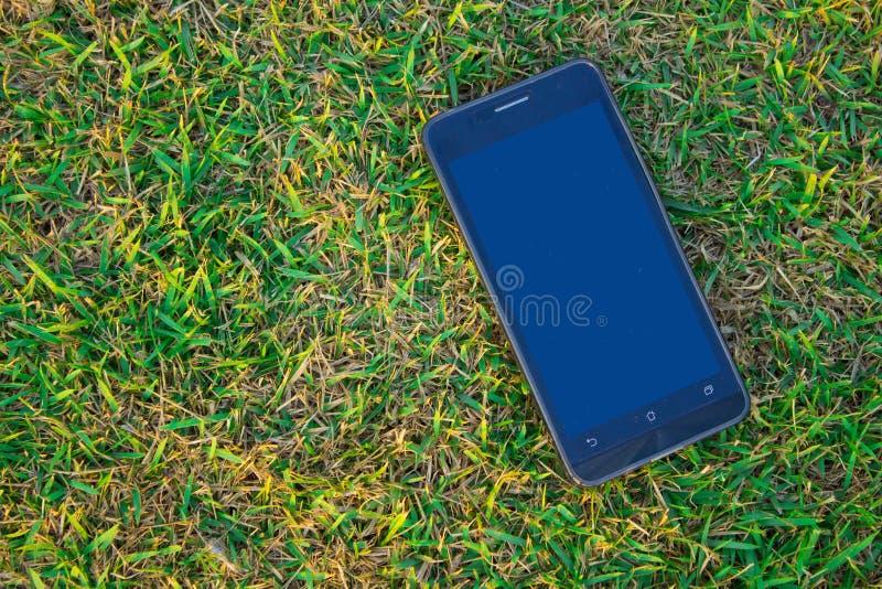 Smart Phone sulla terra con lo spazio della copia, la tecnologia del co immagine stock