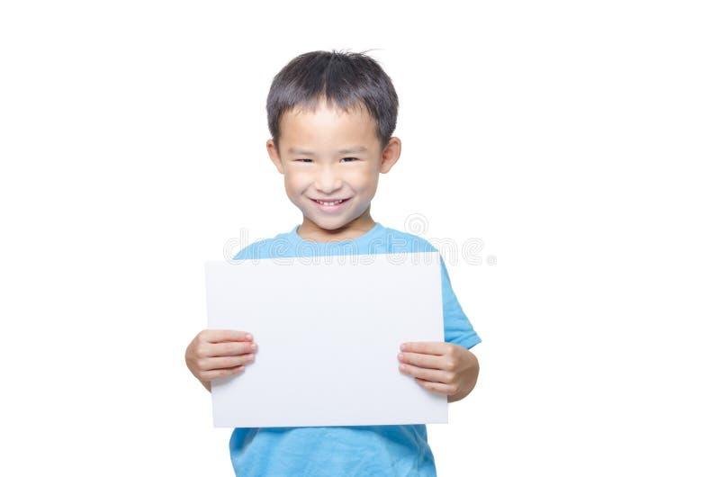 Smart pojke med papper för tomt ark royaltyfria bilder