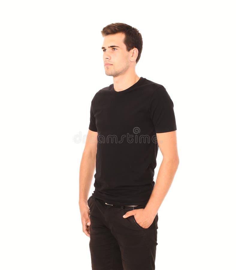 Smart que pensa o homem novo na camisa preta da placa do molde isolada no branco Copie o espaço Zombaria acima Roupa do t-shirt d foto de stock royalty free
