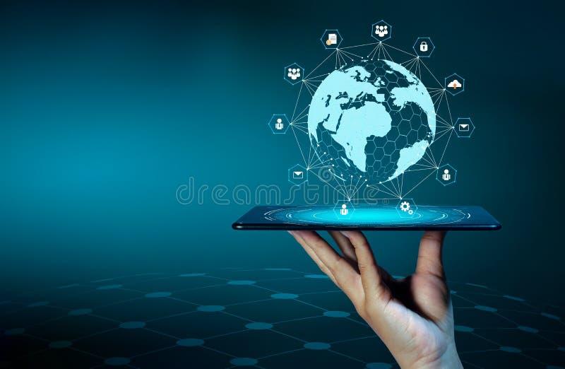 Smart ringer, och folket för affär för internet för värld för kommunikation för jordklotanslutningar trycker på det ovanliga tele royaltyfri bild