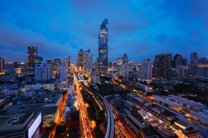 Smart stad Finansiella områdes- och skyskrapabyggnader Bangkok royaltyfri bild
