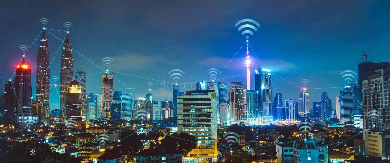 Smart stad med moderna byggnader och nätverk royaltyfri bild