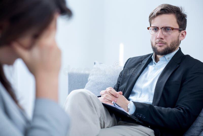 Smart stilig psykiater royaltyfri bild