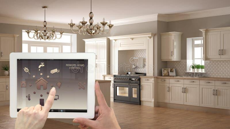 Smart system för fjärrkontrollhemkontroll på en digital minnestavla Apparat med app-symboler Inre av klassisk vit och träkök i be royaltyfria foton