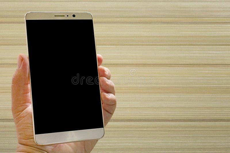 Smart telefon för bild på den vita trätabellen arkivbilder