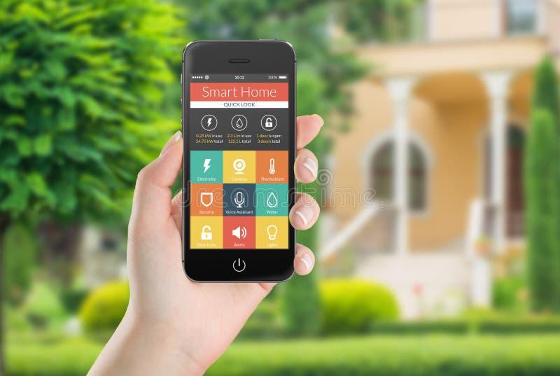 Smart telefon för svart mobil med smarta hem- applikationsymboler på th royaltyfria foton