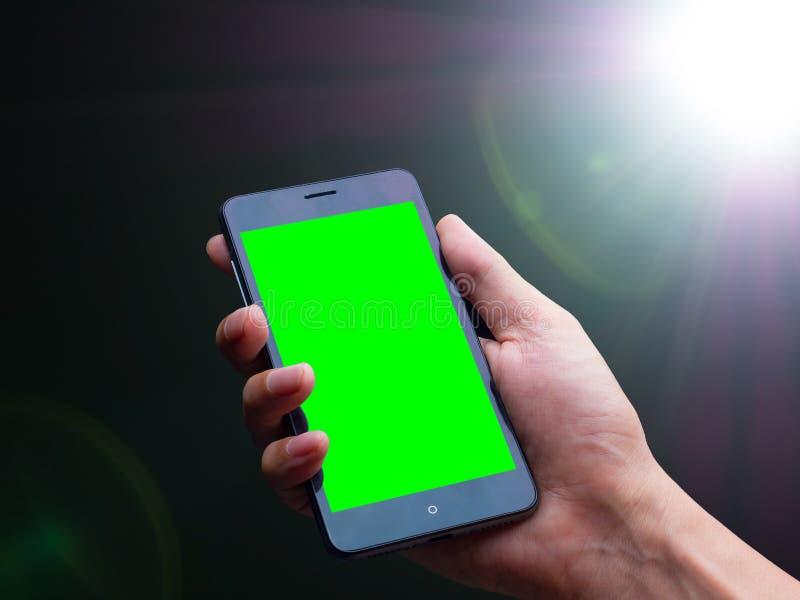 smart telefon på den Lens signalljuset av den starka ljusa källan i mörkret arkivfoton