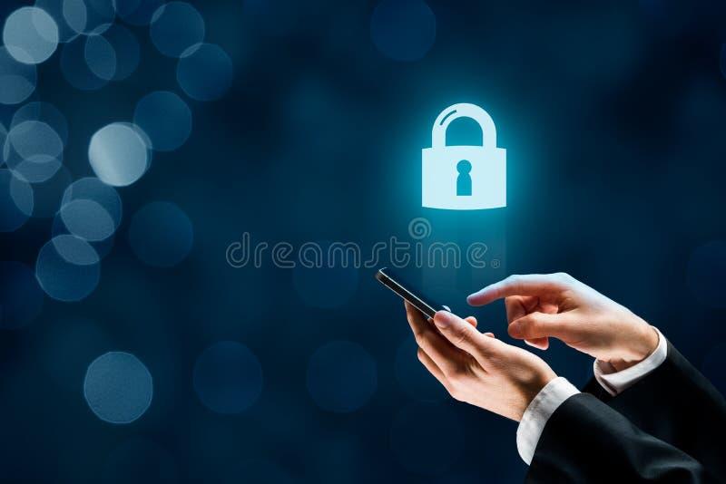 Smart telefonsäkerhetsbegrepp arkivfoto