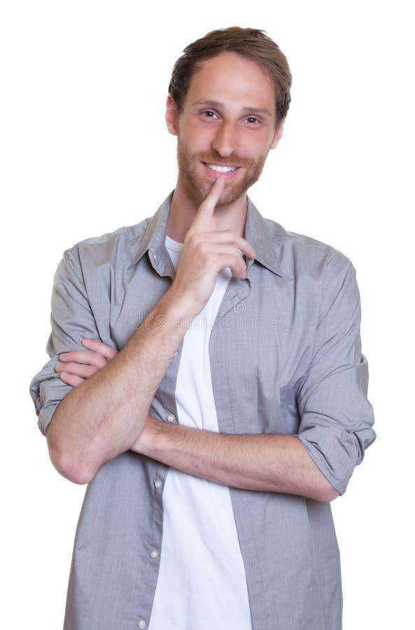 Smart tysk grabb med skägget i grå skjorta royaltyfri bild