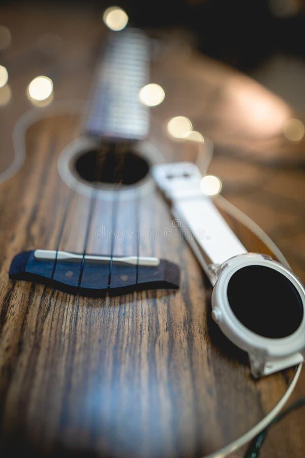 Smart Watch bianco con la decorazione immagini stock