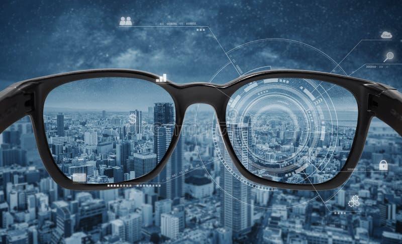 Smarta exponeringsglas, VR-virtuell verklighet och AR ?kade verklighetteknologi Smarta exponeringsglas med futuristiska teknologi arkivbilder