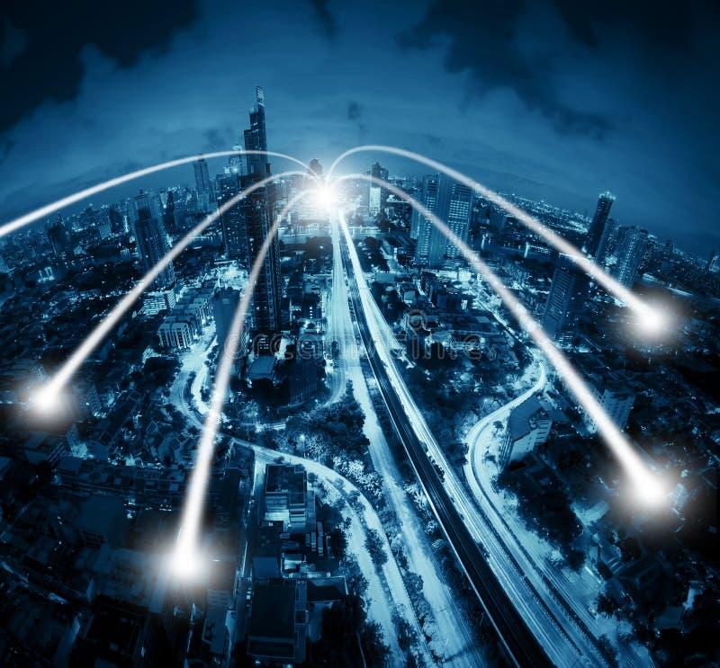 Smarta stads- och anslutningslinjer för färgbegrepp för bakgrund blåa internet royaltyfri fotografi