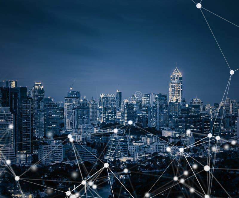 Smarta stads- och anslutningslinjer globala internet för begrepp arkivfoton