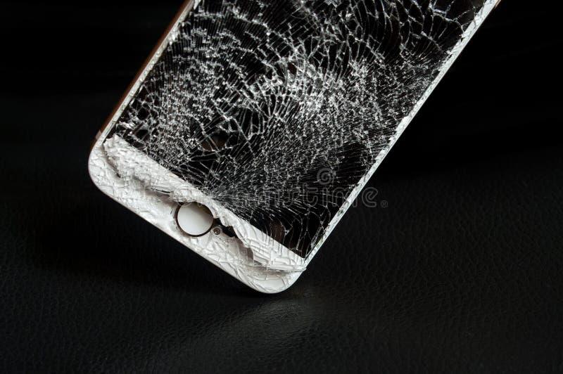 Σύγχρονο smartphone με τη σπασμένη οθόνη στοκ φωτογραφία με δικαίωμα ελεύθερης χρήσης
