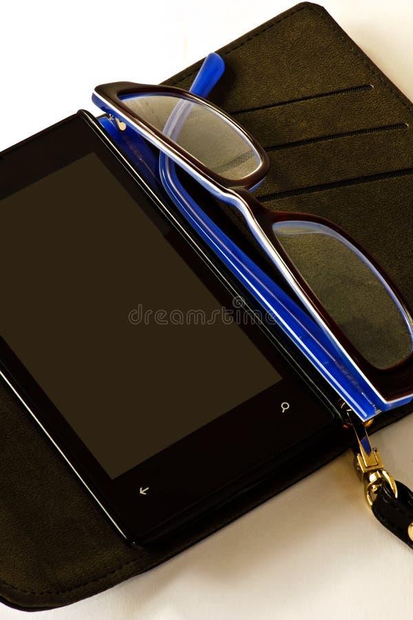 Smartphone и зрелища стоковые изображения