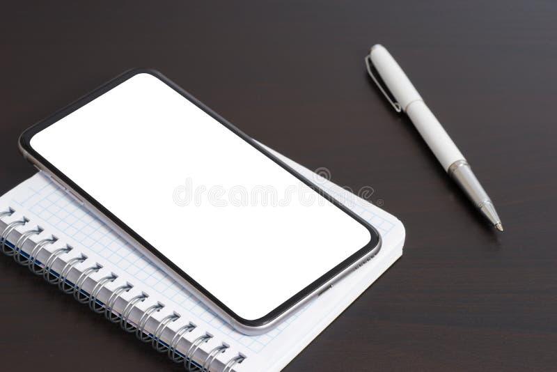 Smartphone и ручка стоковое изображение rf