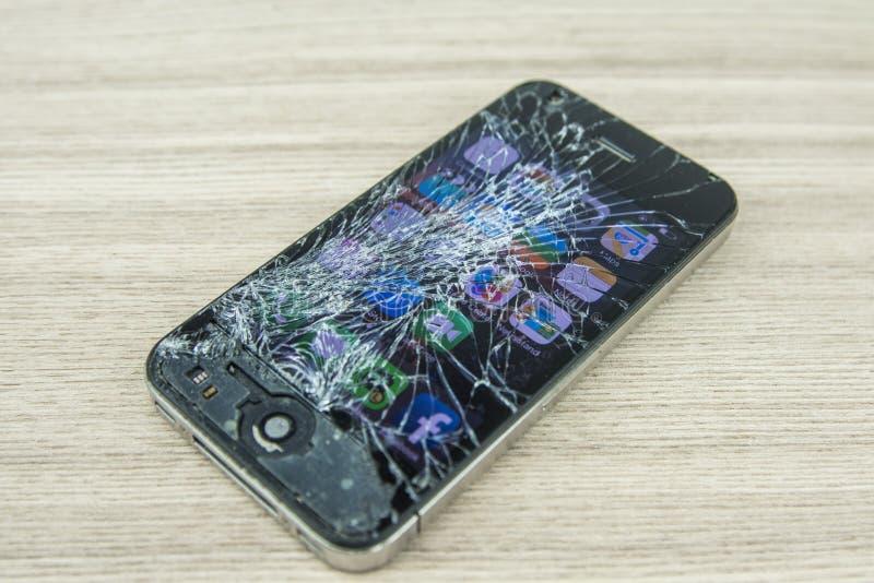 Smartphone сломанный экраном стоковое фото rf