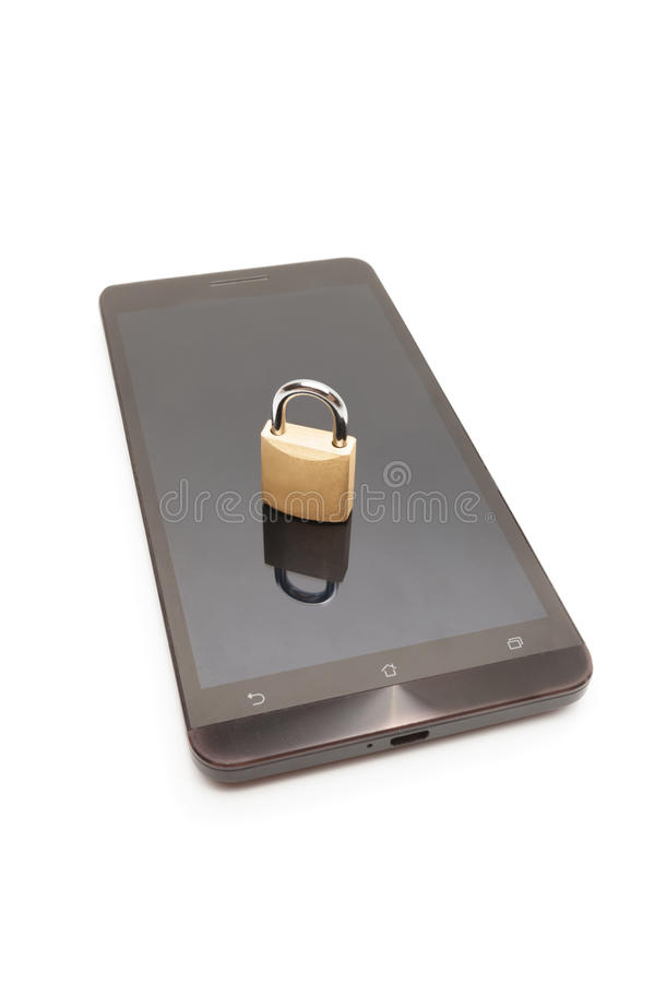 Smartphone с малым замком на ем - безопасность мобильного телефона и концепция защиты данных стоковое фото