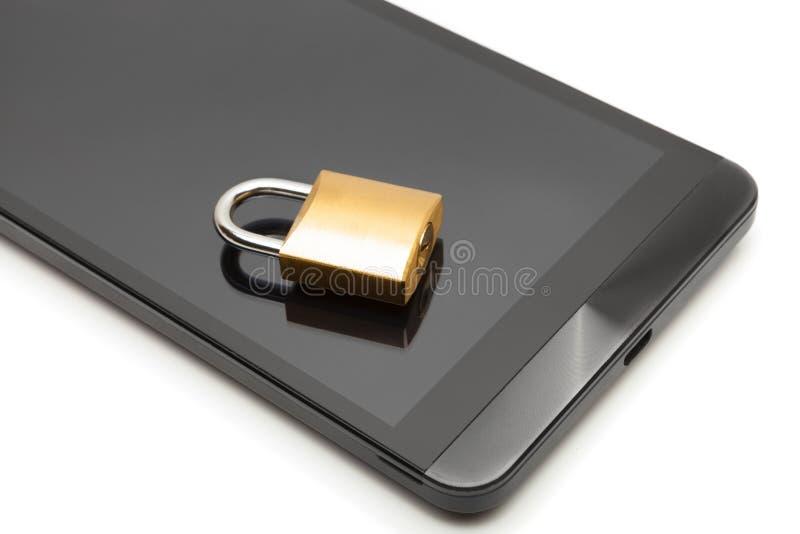 Smartphone с малым замком над им - концепция защиты данных стоковое изображение
