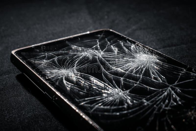 Smartphone с сломленным экраном стоковая фотография rf