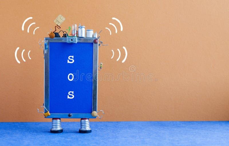 Smartphone avec le message SOS Téléphone mobile robotique abstrait sur l'aide bleue brune du besoin de fond Copiez l'espace image stock