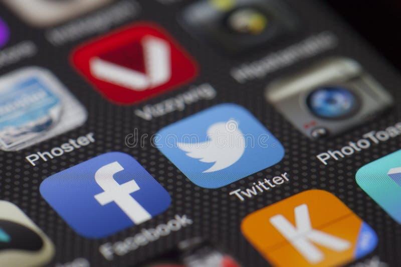 Smartphone com ?cones do App