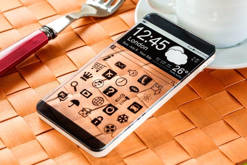 Smartphone com uma exposição transparente. imagem de stock