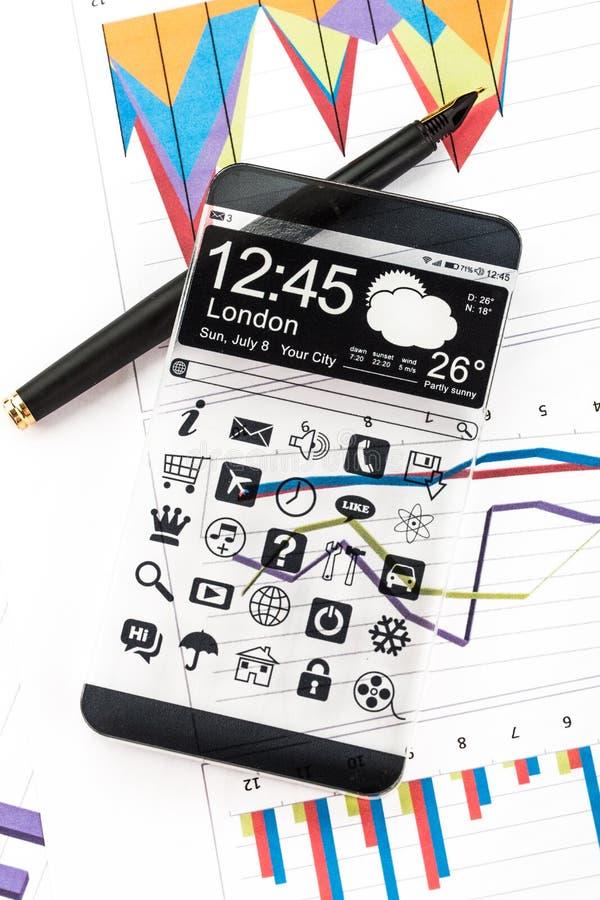 Smartphone com uma exposição transparente fotos de stock