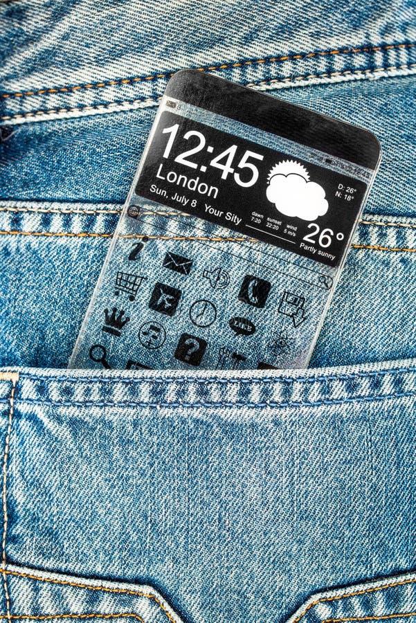 Smartphone com uma tela transparente em um bolso das calças de brim. foto de stock