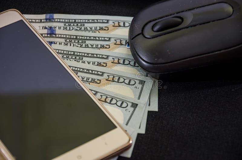 Smartphone, Computermaus auf Dollar Nahaufnahme Ansicht von oben Platz f?r Text stockbilder