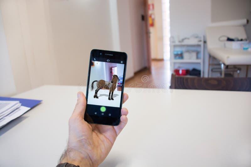 Smartphone con la realidad aumentada 3d imagen de archivo