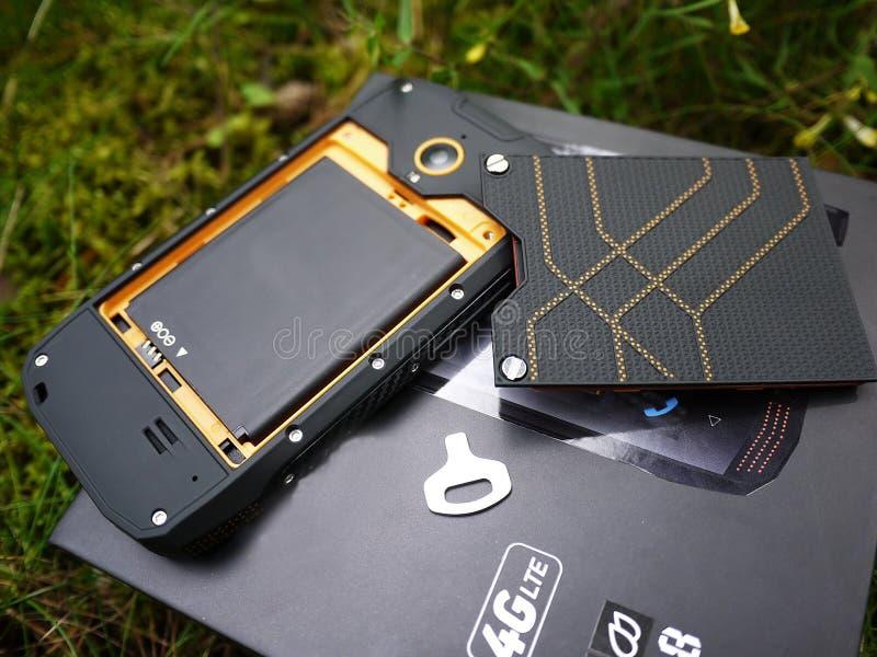 Smartphone con protezione della polvere e dell'acqua immagine stock libera da diritti