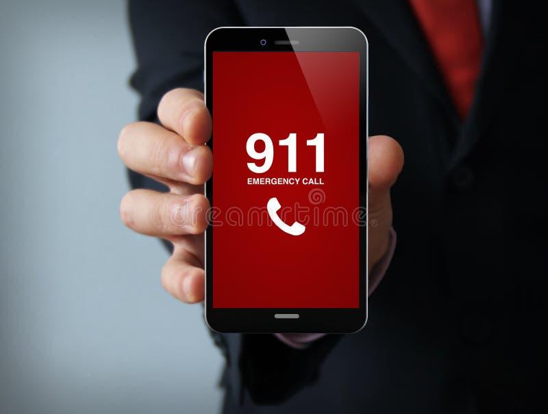 Smartphone d'homme d'affaires d'appel d'urgence image libre de droits